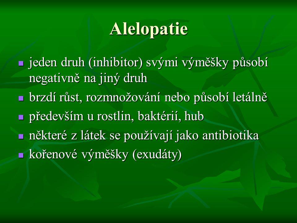 Alelopatie jeden druh (inhibitor) svými výměšky působí negativně na jiný druh. brzdí růst, rozmnožování nebo působí letálně.