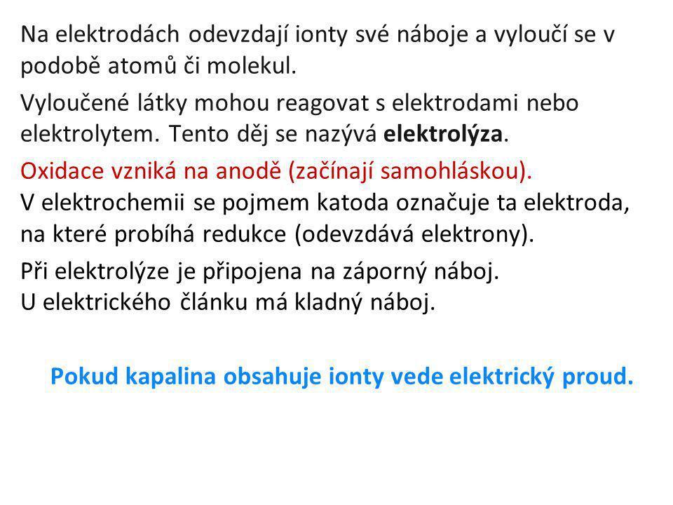 Pokud kapalina obsahuje ionty vede elektrický proud.