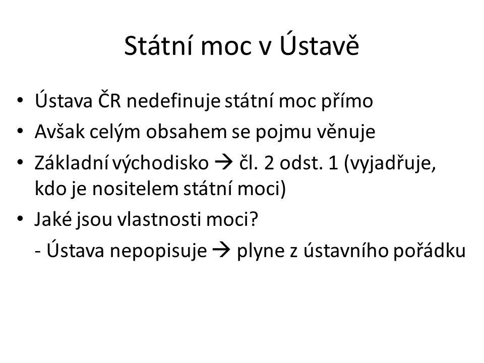 Státní moc v Ústavě Ústava ČR nedefinuje státní moc přímo