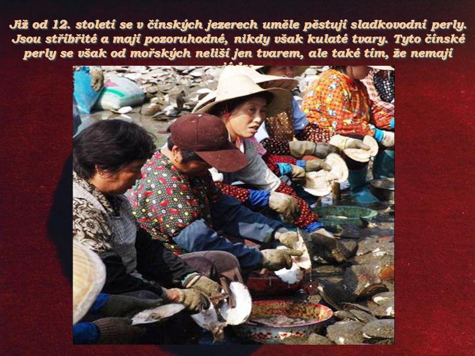 Již od 12. století se v čínských jezerech uměle pěstují sladkovodní perly.
