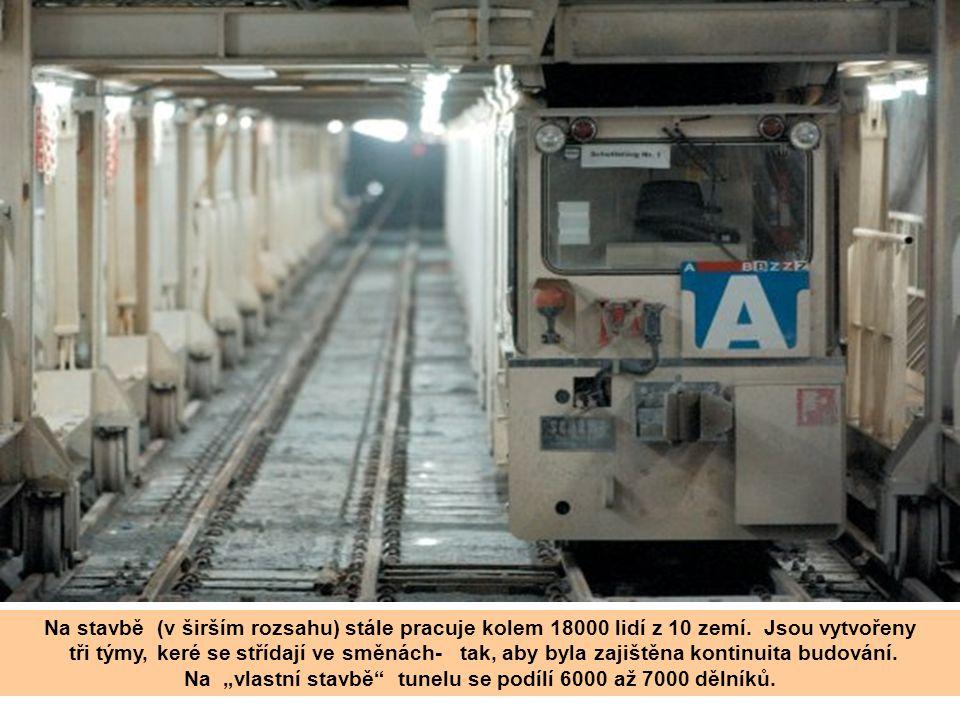 """Na """"vlastní stavbě tunelu se podílí 6000 až 7000 dělníků."""