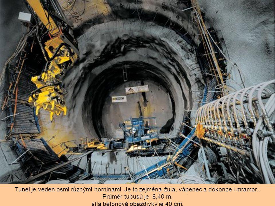 Průměr tubusů je 8,40 m, síla betonové obezdívky je 40 cm.