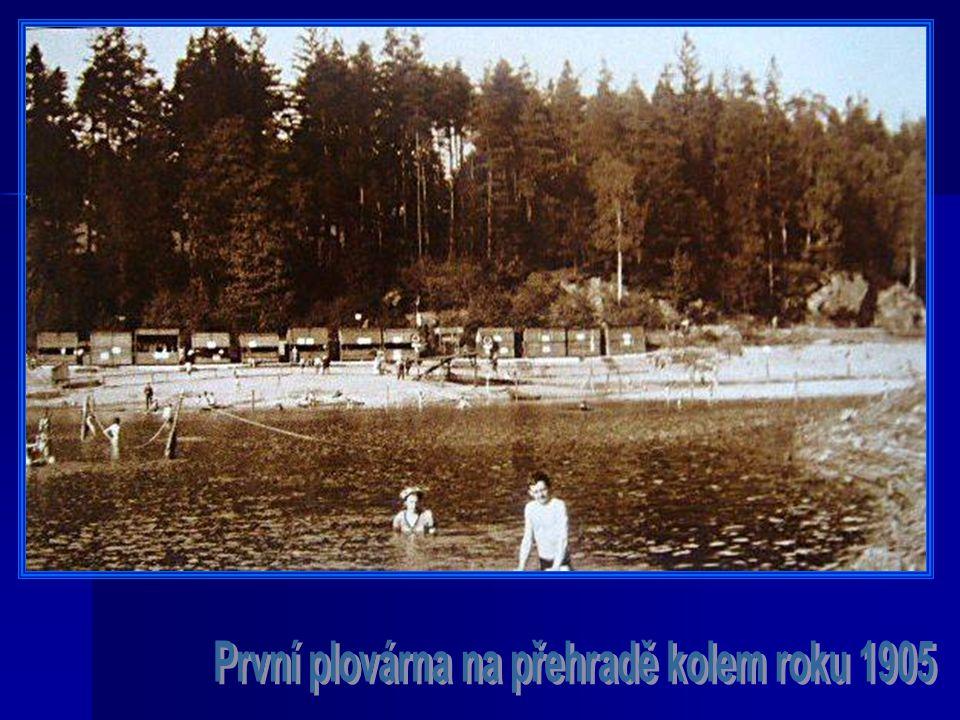 První plovárna na přehradě kolem roku 1905