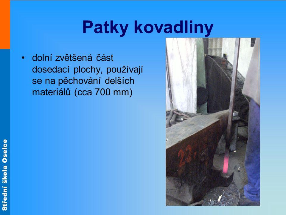 Patky kovadliny dolní zvětšená část dosedací plochy, používají se na pěchování delších materiálů (cca 700 mm)