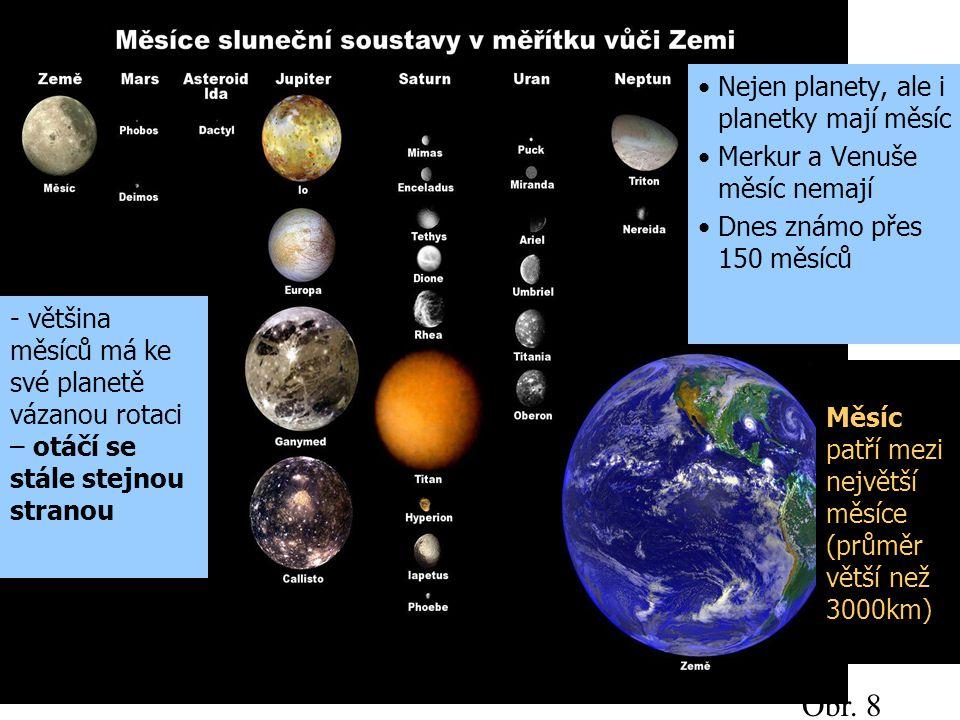 Měsíc patří mezi největší měsíce (průměr větší než 3000km)