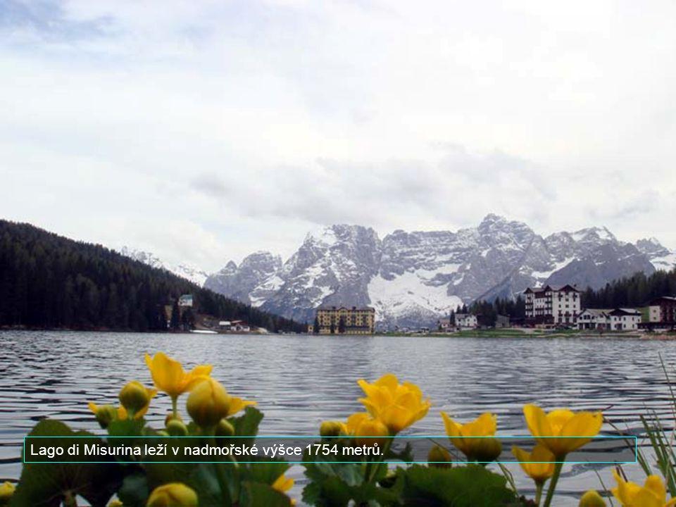 Lago di Misurina leží v nadmořské výšce 1754 metrů.