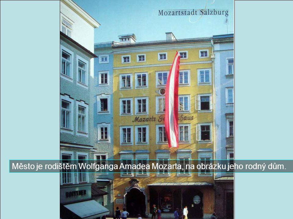 Město je rodištěm Wolfganga Amadea Mozarta, na obrázku jeho rodný dům.