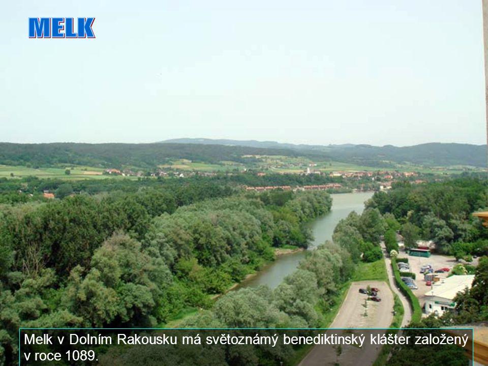 MELK Melk v Dolním Rakousku má světoznámý benediktinský klášter založený v roce 1089.