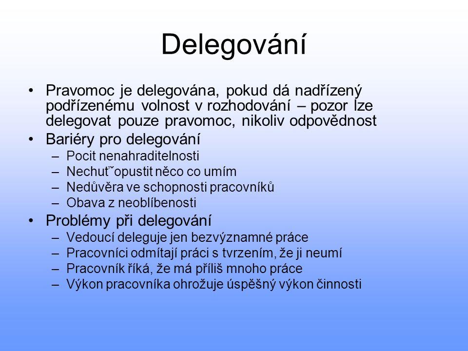 Delegování Pravomoc je delegována, pokud dá nadřízený podřízenému volnost v rozhodování – pozor lze delegovat pouze pravomoc, nikoliv odpovědnost.