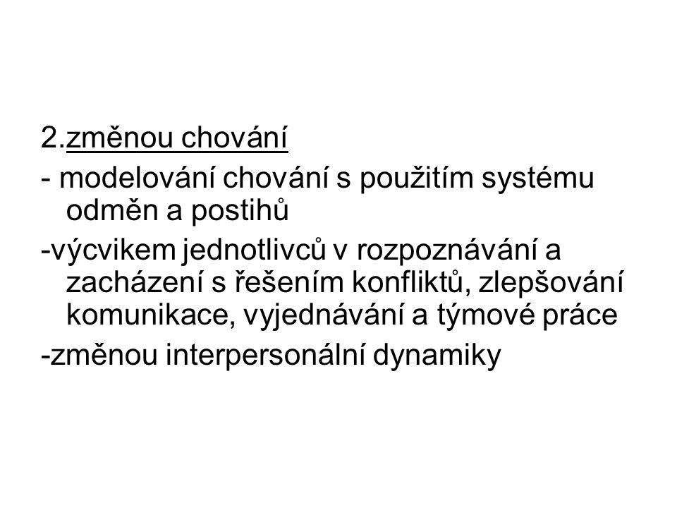 2.změnou chování - modelování chování s použitím systému odměn a postihů.