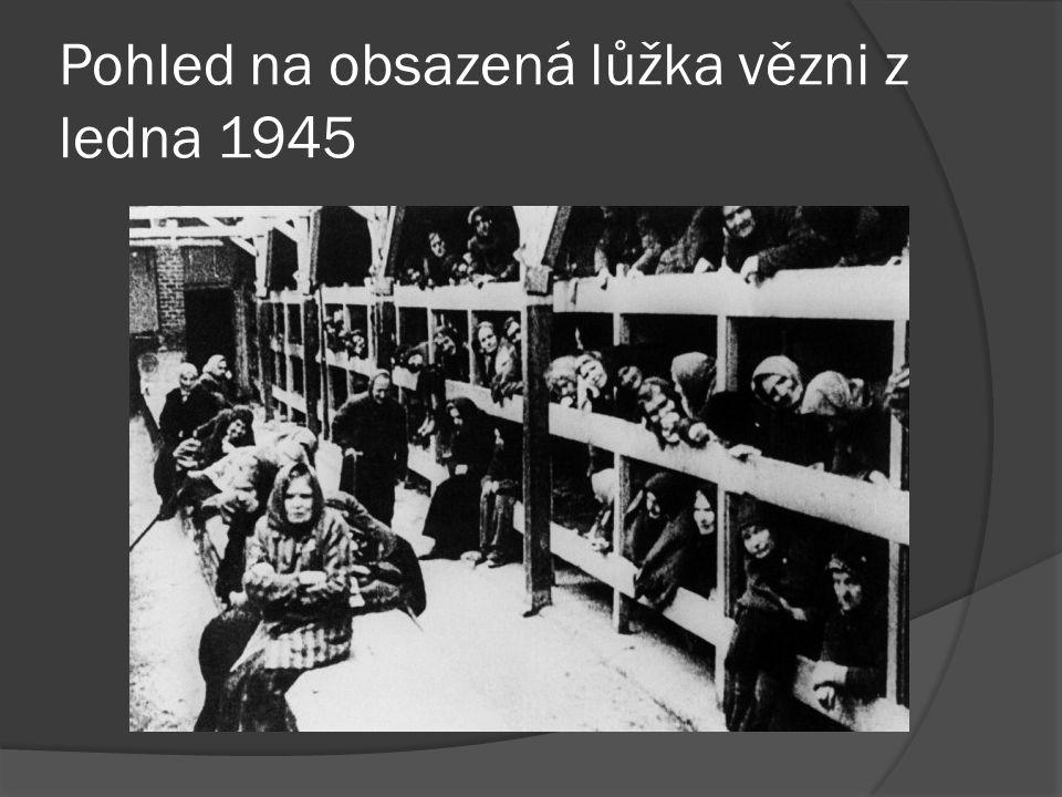 Pohled na obsazená lůžka vězni z ledna 1945