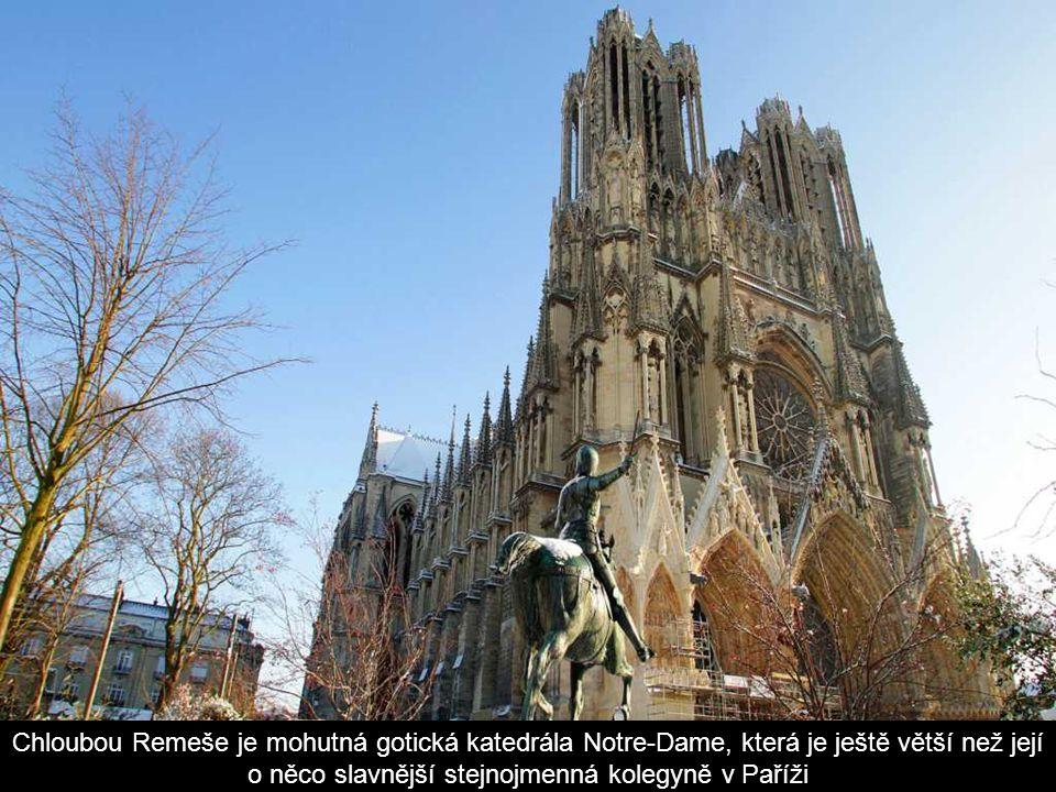 Chloubou Remeše je mohutná gotická katedrála Notre-Dame, která je ještě větší než její o něco slavnější stejnojmenná kolegyně v Paříži