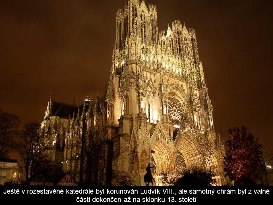 Ještě v rozestavěné katedrále byl korunován Ludvík VIII