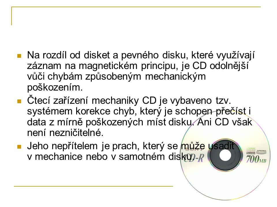 Na rozdíl od disket a pevného disku, které využívají záznam na magnetickém principu, je CD odolnější vůči chybám způsobeným mechanickým poškozením.