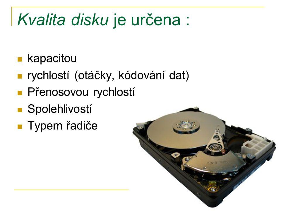 Kvalita disku je určena :