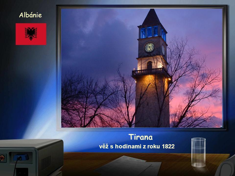 Albánie Tirana věž s hodinami z roku 1822