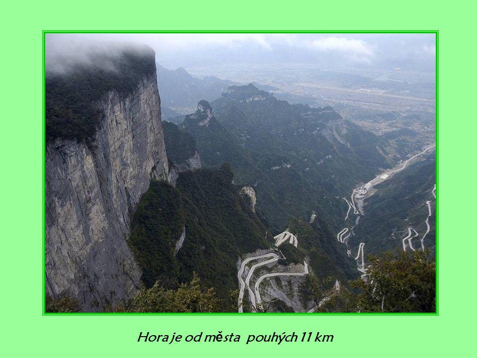 Hora je od města pouhých 11 km