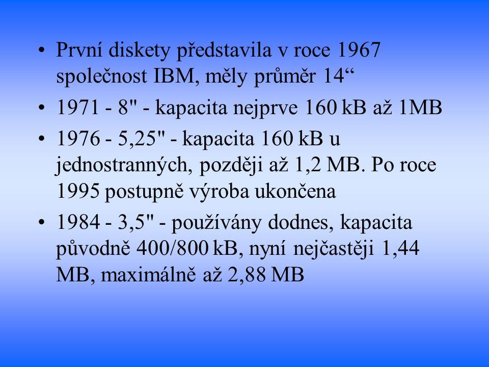 První diskety představila v roce 1967 společnost IBM, měly průměr 14