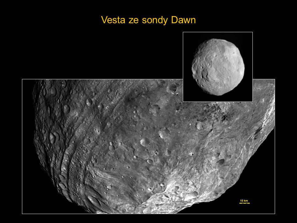 Vesta ze sondy Dawn http://planetary.org/blog/article/00003239/