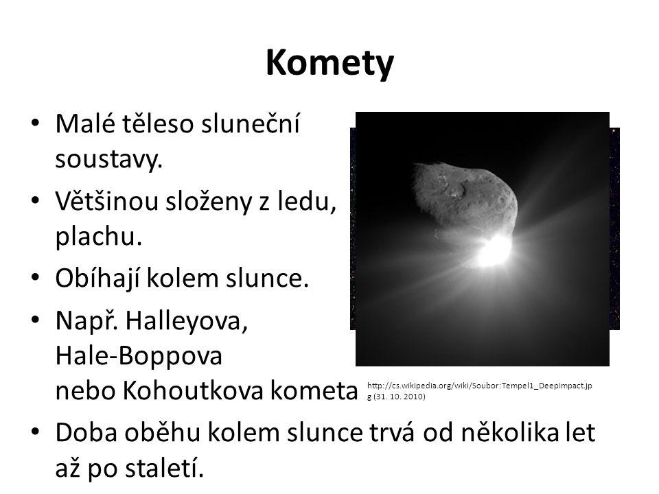 Komety Malé těleso sluneční soustavy. Většinou složeny z ledu, plachu.