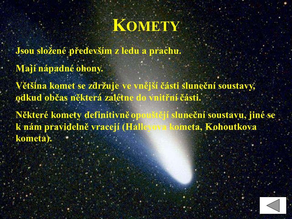 Komety Jsou složené především z ledu a prachu. Mají nápadné ohony.