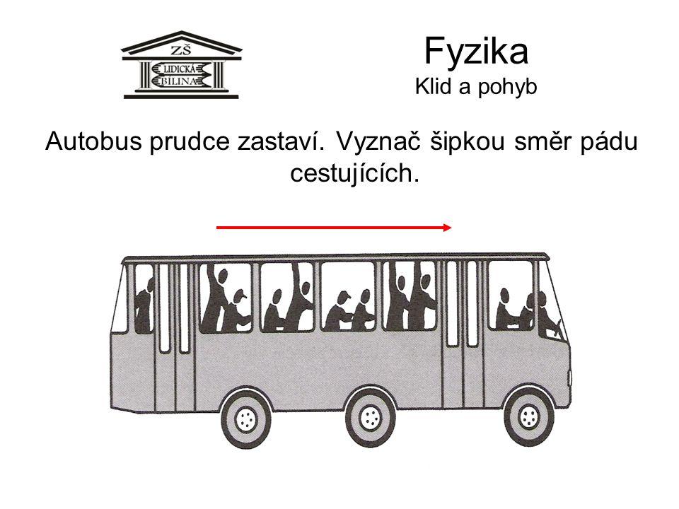 Autobus prudce zastaví. Vyznač šipkou směr pádu cestujících.