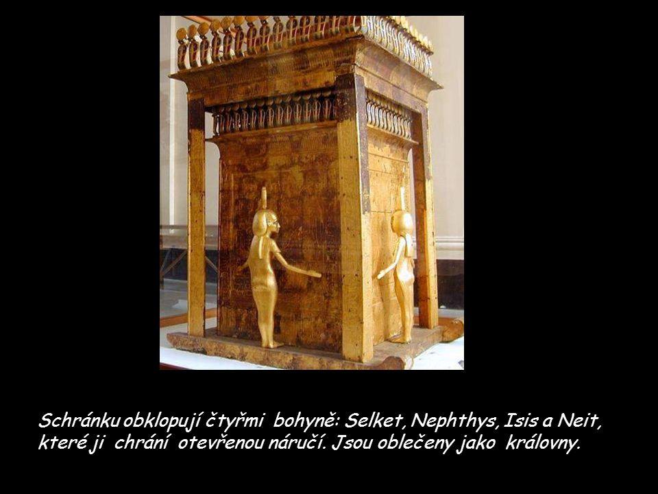 Schránku obklopují čtyřmi bohyně: Selket, Nephthys, Isis a Neit, které ji chrání otevřenou náručí.