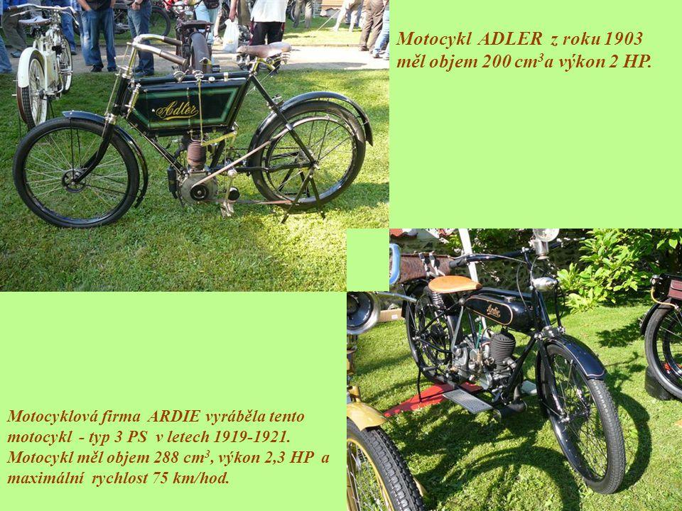 Motocykl ADLER z roku 1903 měl objem 200 cm3a výkon 2 HP.