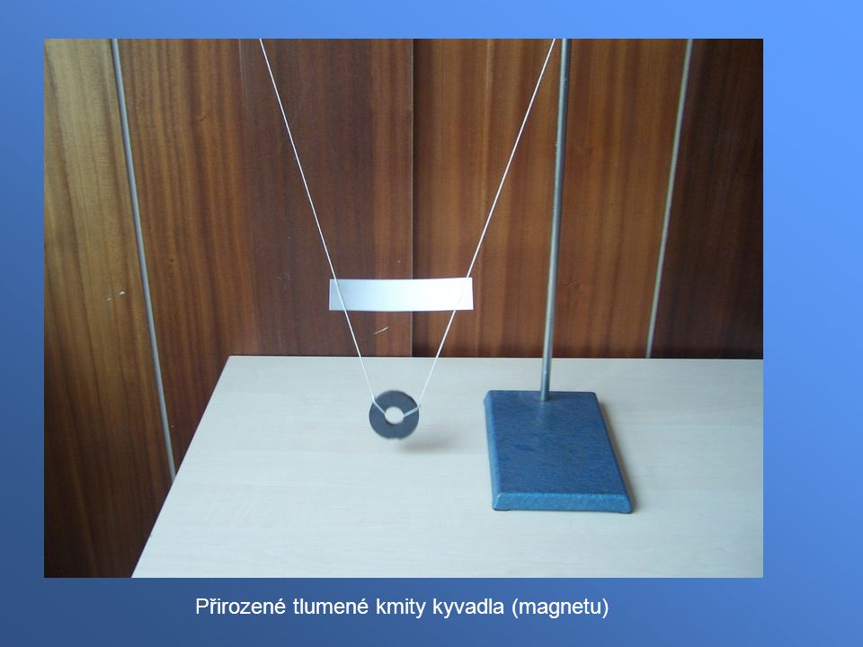 Přirozené tlumené kmity kyvadla (magnetu)
