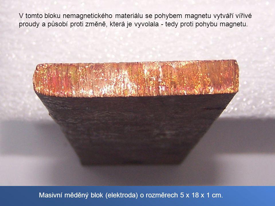 Masivní měděný blok (elektroda) o rozměrech 5 x 18 x 1 cm.
