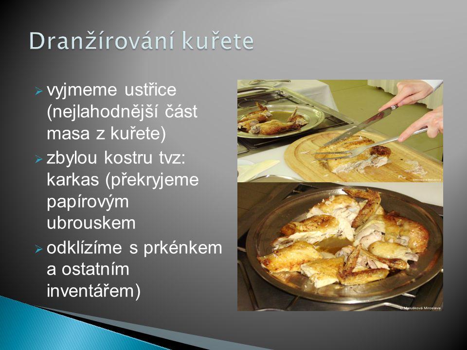 Dranžírování kuřete vyjmeme ustřice (nejlahodnější část masa z kuřete)