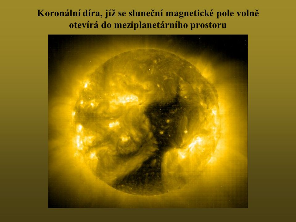 Koronální díra, jíž se sluneční magnetické pole volně otevírá do meziplanetárního prostoru