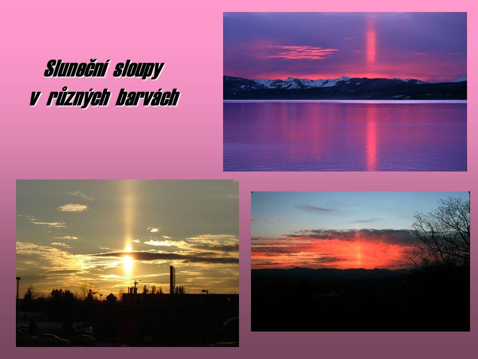 Sluneční sloupy v různých barvách