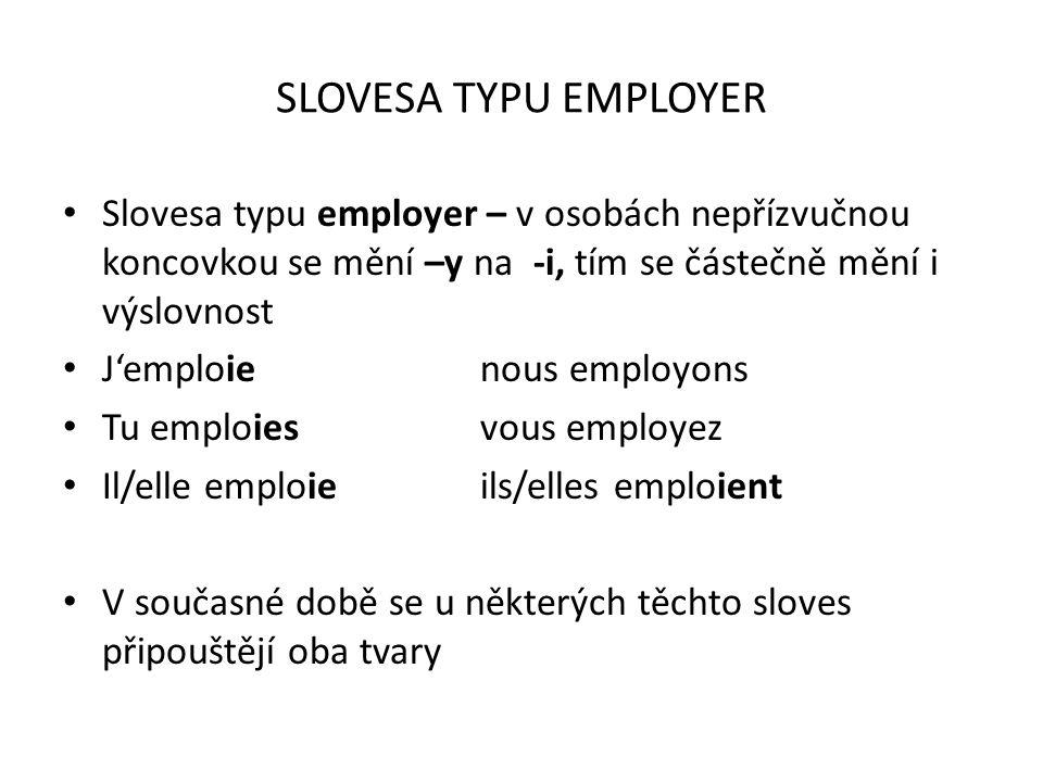 SLOVESA TYPU EMPLOYER Slovesa typu employer – v osobách nepřízvučnou koncovkou se mění –y na -i, tím se částečně mění i výslovnost.