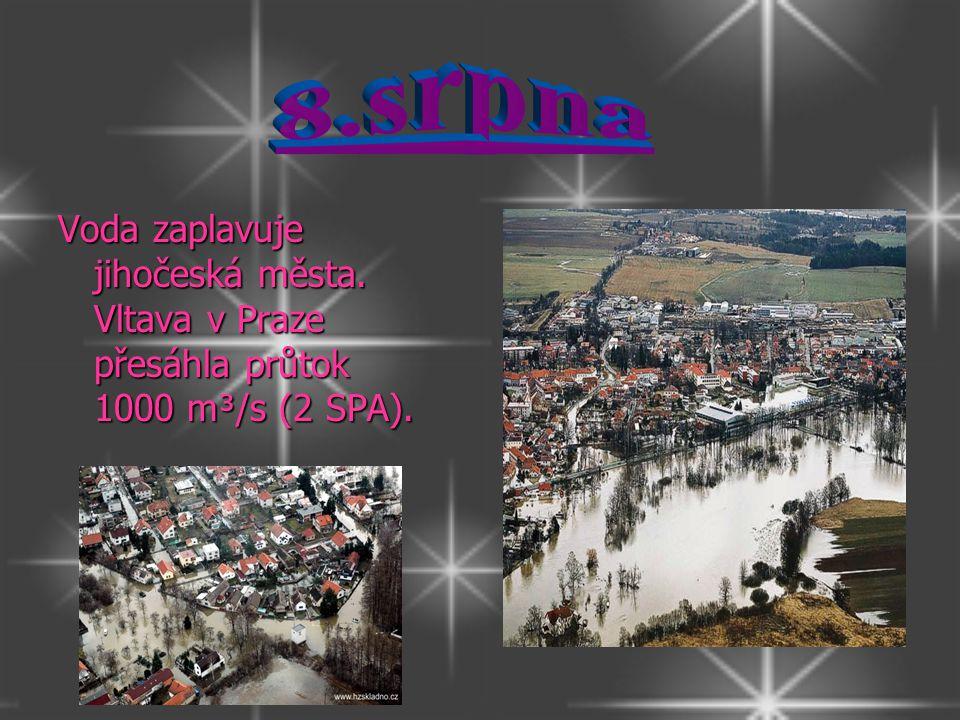 8.srpna Voda zaplavuje jihočeská města. Vltava v Praze přesáhla průtok 1000 m³/s (2 SPA).