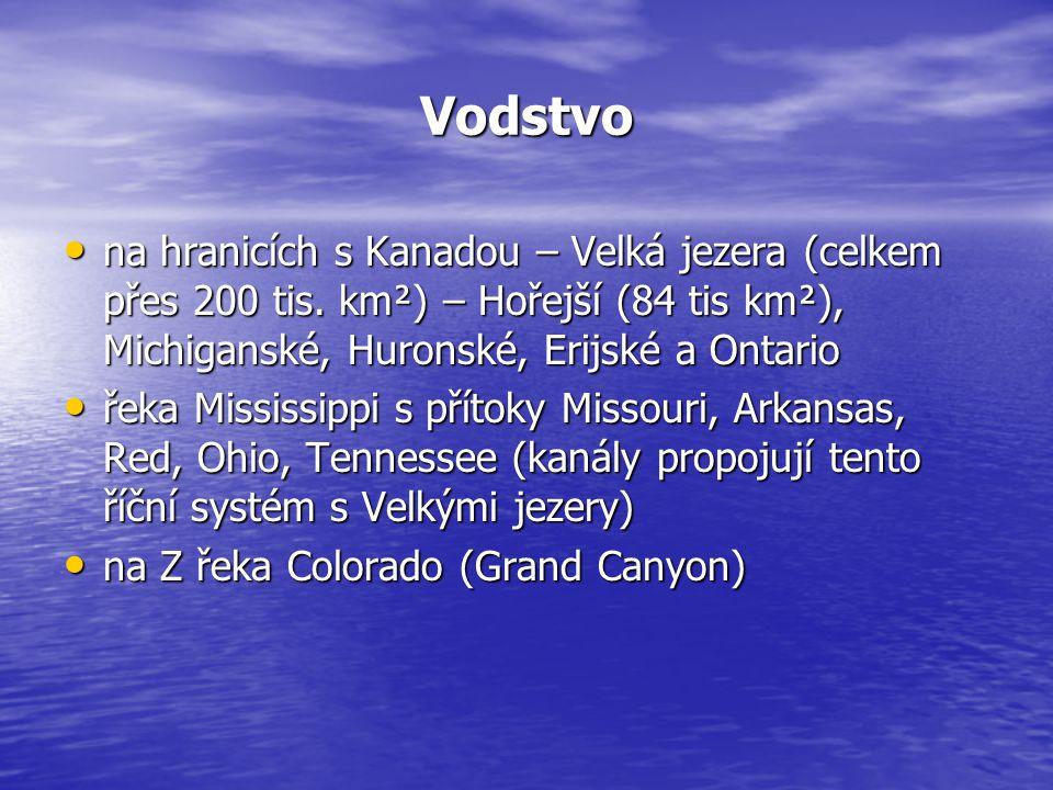 Vodstvo na hranicích s Kanadou – Velká jezera (celkem přes 200 tis. km²) – Hořejší (84 tis km²), Michiganské, Huronské, Erijské a Ontario.