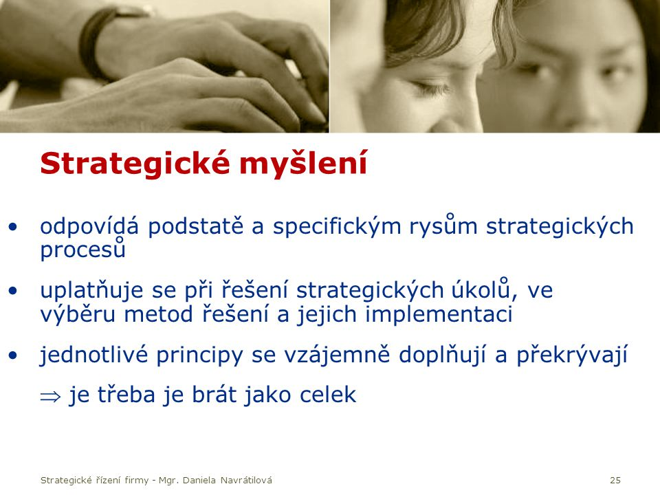 Strategické myšlení odpovídá podstatě a specifickým rysům strategických procesů.