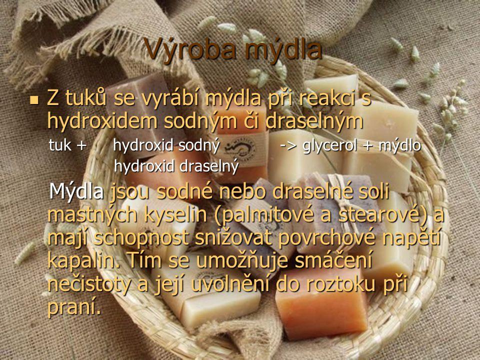 Výroba mýdla Z tuků se vyrábí mýdla při reakci s hydroxidem sodným či draselným. tuk + hydroxid sodný -> glycerol + mýdlo.