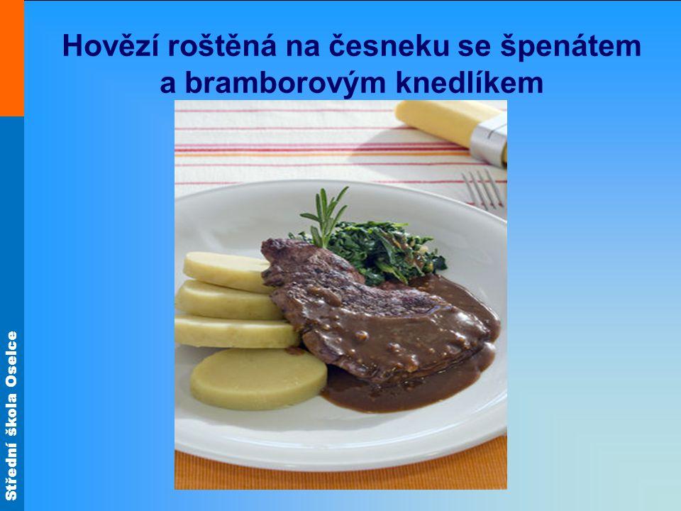 Hovězí roštěná na česneku se špenátem a bramborovým knedlíkem