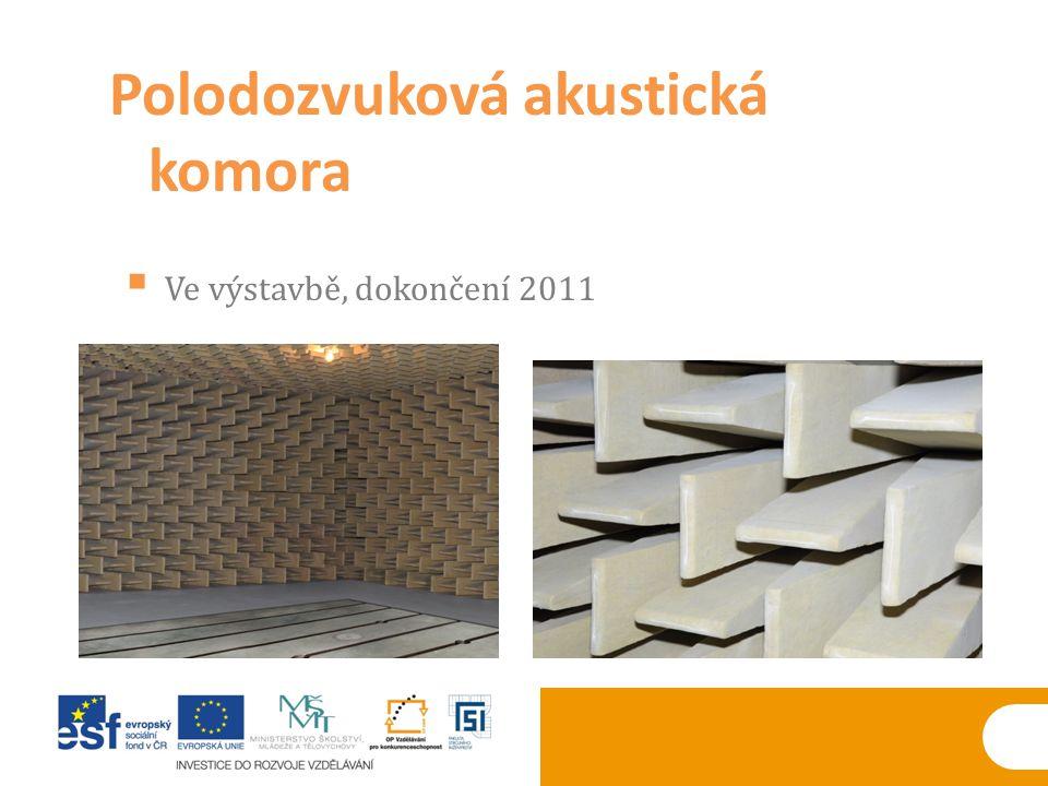 Polodozvuková akustická komora