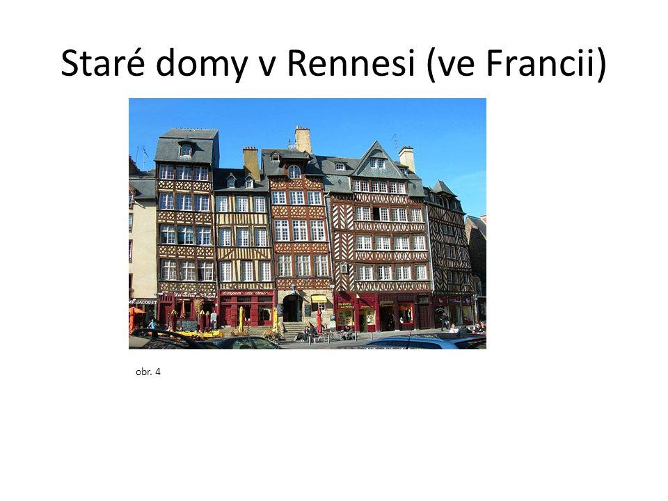 Staré domy v Rennesi (ve Francii)