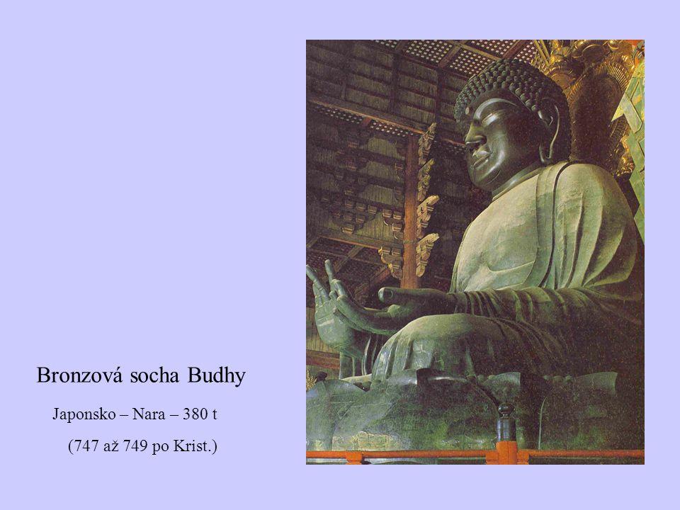 Bronzová socha Budhy Japonsko – Nara – 380 t (747 až 749 po Krist.)