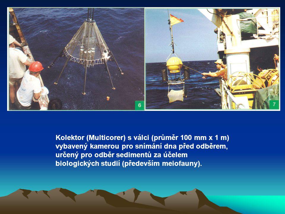 Kolektor (Multicorer) s válci (průměr 100 mm x 1 m) vybavený kamerou pro snímání dna před odběrem, určený pro odběr sedimentů za účelem biologických studií (především meiofauny).