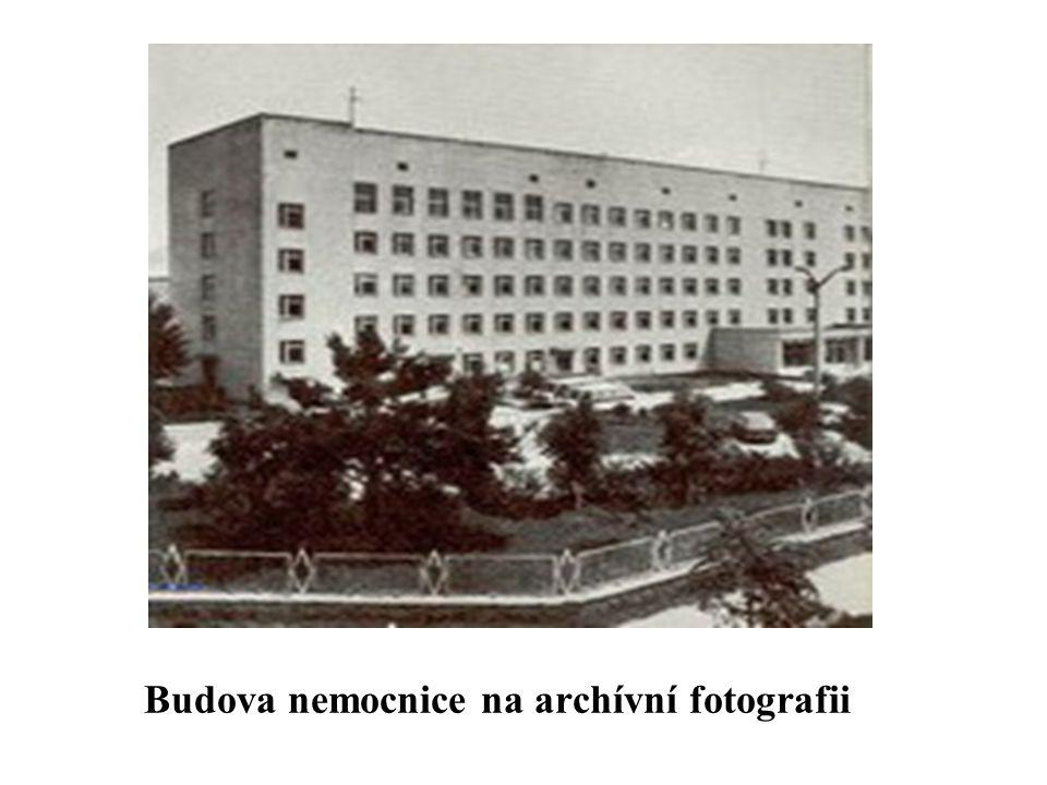 Budova nemocnice na archívní fotografii
