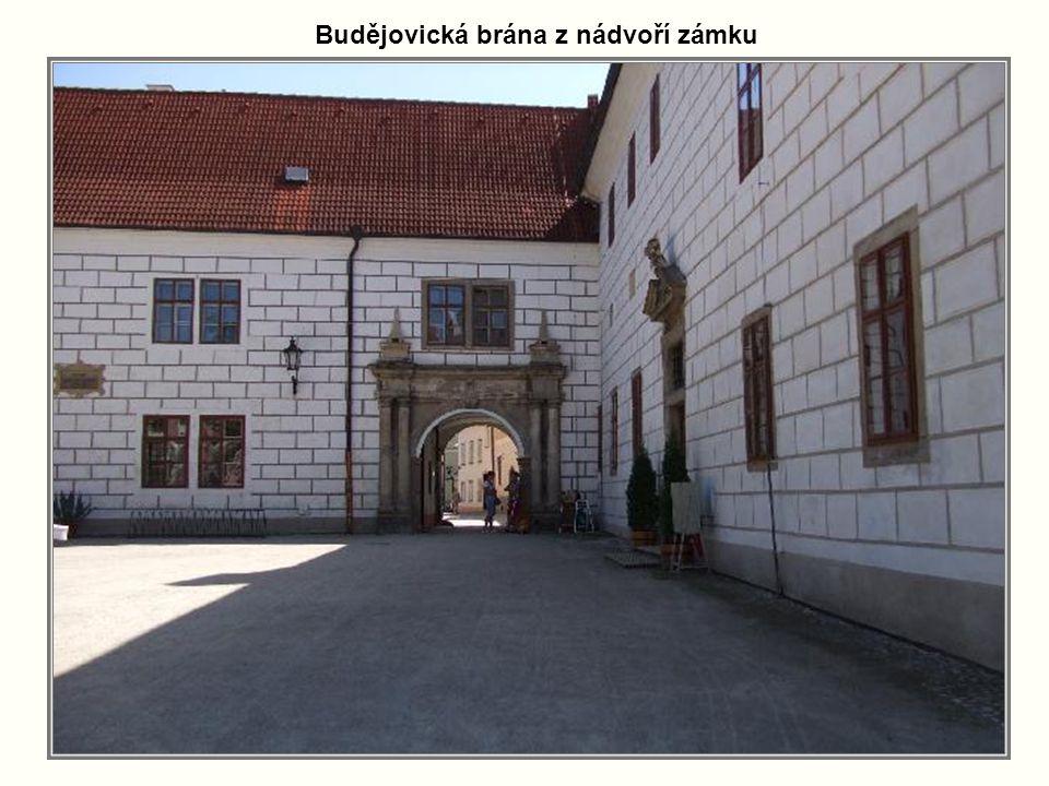 Budějovická brána z nádvoří zámku