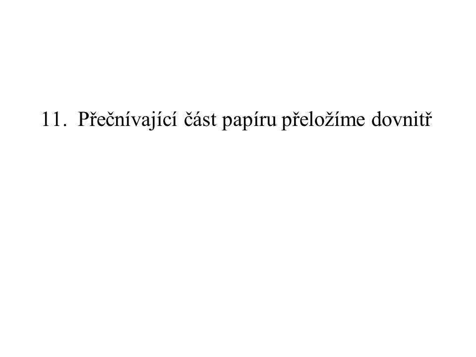 11. Přečnívající část papíru přeložíme dovnitř