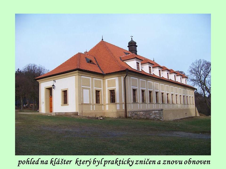 pohled na klášter který byl prakticky zničen a znovu obnoven