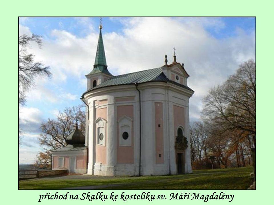 příchod na Skalku ke kostelíku sv. Máří Magdalény