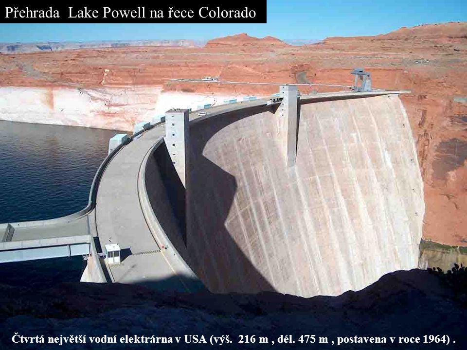 Přehrada Lake Powell na řece Colorado