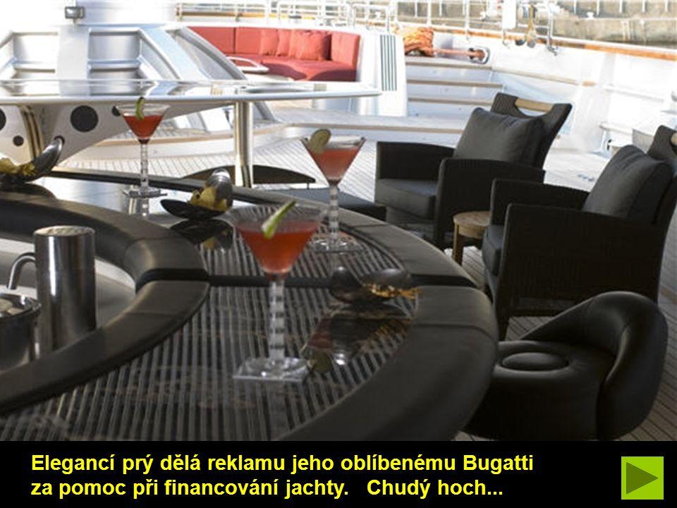 Elegancí prý dělá reklamu jeho oblíbenému Bugatti za pomoc při financování jachty. Chudý hoch...